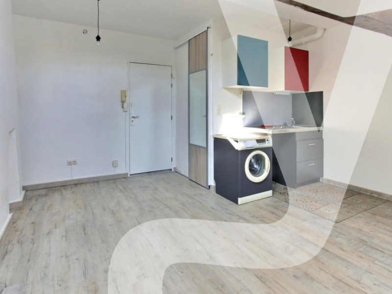 Studio dernier étage avec ascenseur et sans vis à vis